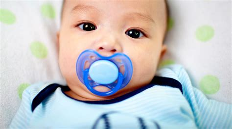 with babies pros and cons of pacifier use