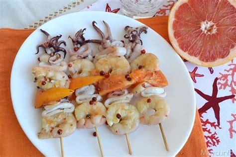 cucinare calamari surgelati 187 spiedini di gamberi e calamari ricetta spiedini di