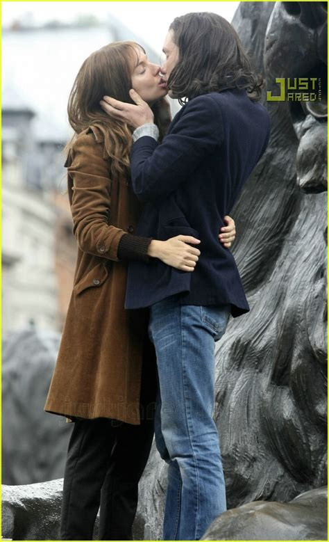 full sized photo of sienna miller cillian murphy kissing