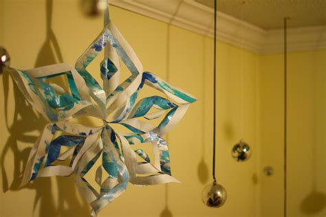 How To Make Snowflakes Out Of Construction Paper - 12 easy 3d paper snowflake patterns guide patterns