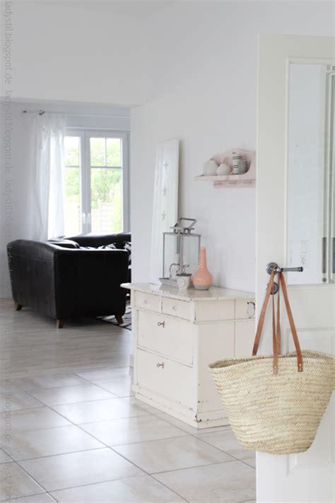 dekoartikel für wohnzimmer wohnzimmer bilder braun beige