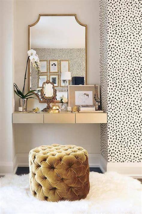 Wallpaper Walk In Closet