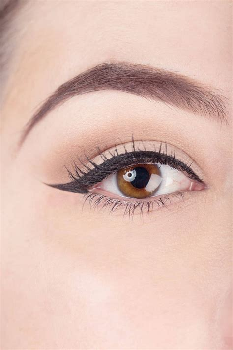 Eye Liner how to use scotch to your liquid eyeliner