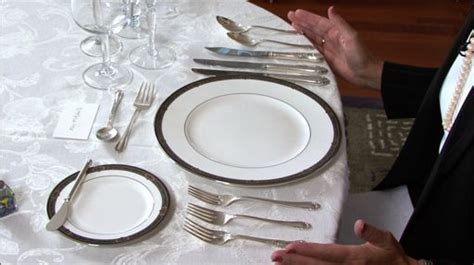 24 basic dining etiquettes basic dining etiquette eating difficult foods