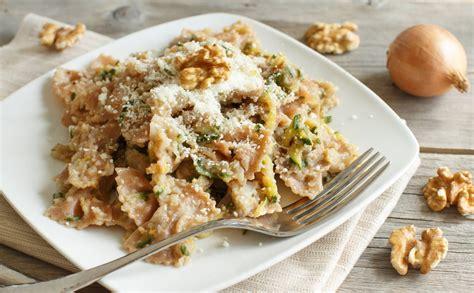 come cucinare pasta e carciofi ricetta pasta carciofi zucchine e noci agrodolce