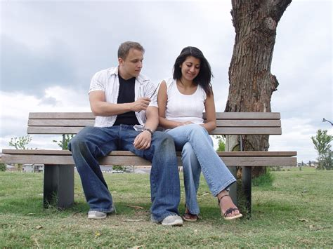 couple love wallpapers couple sitting on bench