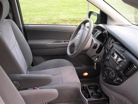 mitsubishi mpv interior file 2005 mazda mpv interior jpg wikimedia commons