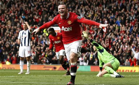 manchester united wayne rooney goal rooney goals lift man united top after city lose