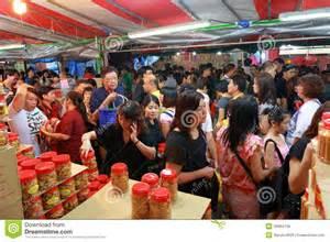 new year singapore shops open singapore chinatown lunar new year shoppin