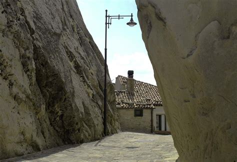 house between two rocks pietrapertosa and the flight of the angel italian notes