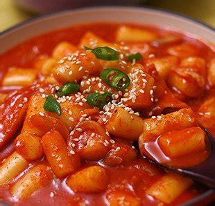 cara membuat makanan ringan ala korea cara membuat ddukbokki spicy rice cake jajanan ala korea