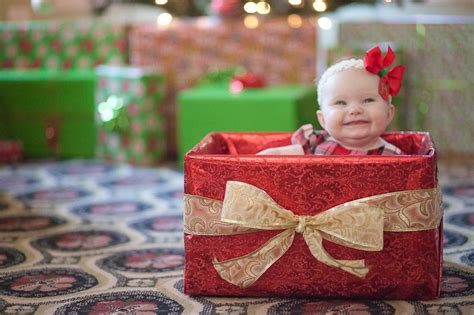 15 christmas babies stunningly cute photos mommy gone viral