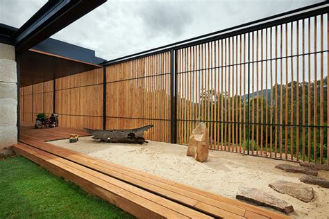 grand designs cruck house grand designs australia yackandandah sawmill house