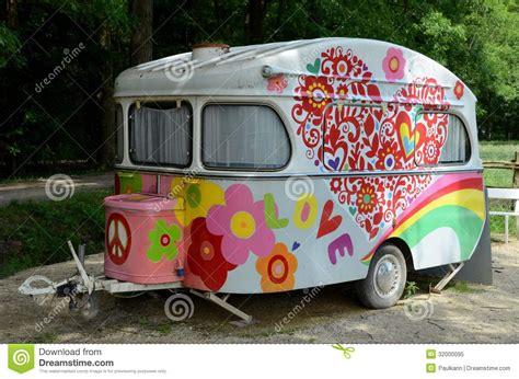 almhütte in österreich kaufen oude en kleurrijke caravan stock afbeelding afbeelding