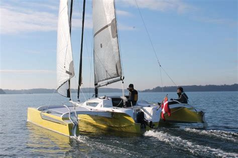 sailboats with twin rudders dragonfly 25 sport trimaran with twin rudders on the