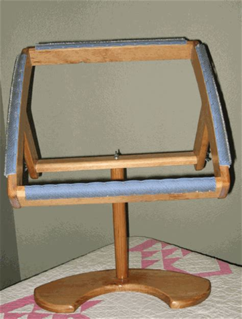 townsend rug hooking frame sit on rotating gripper frame for rug hooking