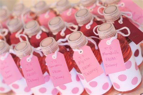 valentines favors amanda s to go valentines classroom favor ideas