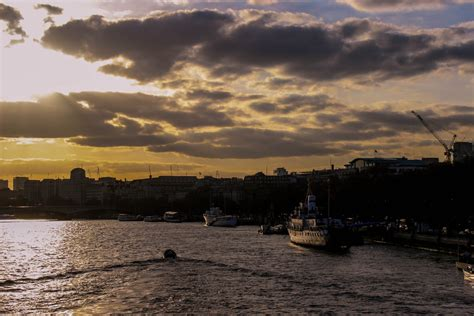 thames river cruise sunset sunset river thames by shadz2k10 on deviantart