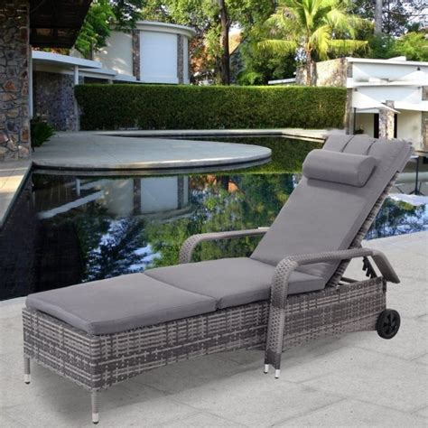 Outdoor Wicker Chaise Lounge Chairs by Wicker Chaise Lounge Chairs Beachfront Decor