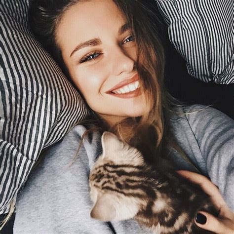 alexandra orlow our famous girl 20 best selfie poses to copy right now buzz 2018