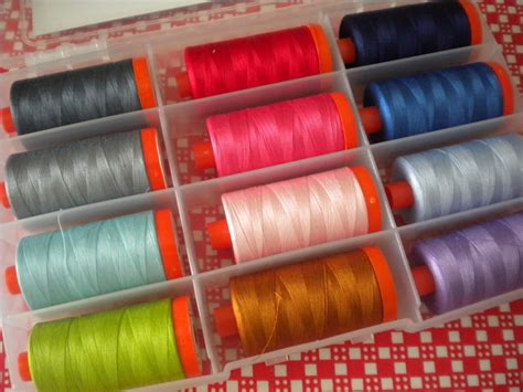 what type of thread to use for quilting and piecing