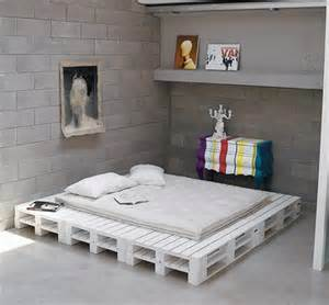 Diy Platform Bed From Pallets Diy Chic White Platform Pallet Bed 99 Pallets