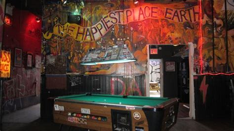 top dive bars in nyc 14 top new york city chefs name their favorite dive bar