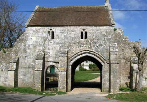 gate house file outer gatehouse of place farm jpg wikimedia commons