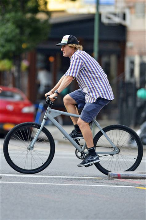 Owen Wilson Bikes To Clubs by Owen Wilson Goes For A Bike Ride Zimbio