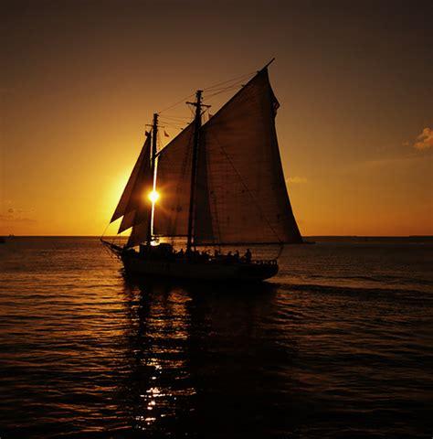 Late Sunset Sail Boat Sunset Sailboat Sunset Eclipse Flickr Photo