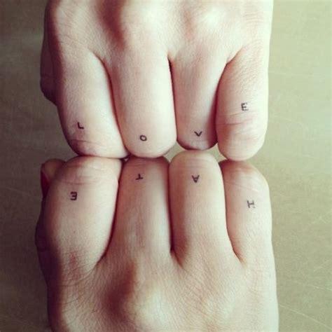 finger tattoo love hate meer dan 1000 idee 235 n over van gogh tatoeage op pinterest