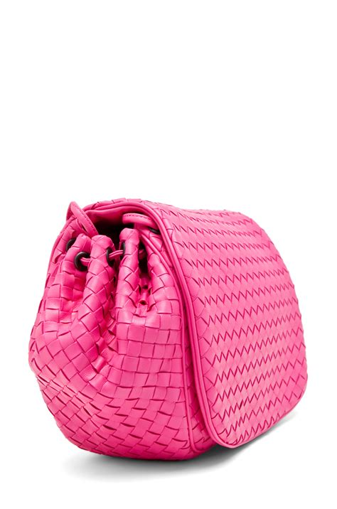 Sidebag Botegga Venetta 2296 bottega veneta side bag in pink fwrd
