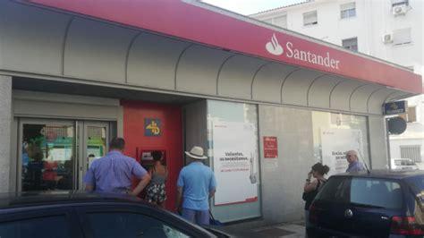 banco santander cajeros banco santander genera colas de hasta una hora en sus cajeros