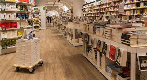 libreria piazza duomo feltrinelli riapre lo store in piazza duomo
