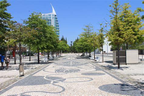 Jardim da Alameda dos Oceanos em Lisboa • Portugal