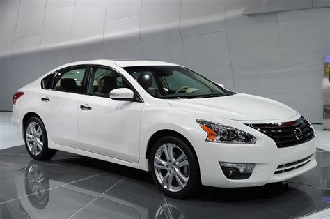 2012 2013 Midsize Sedan Front 2013 Nissan Altima Is Ready For The Midsize Sedan Showdown