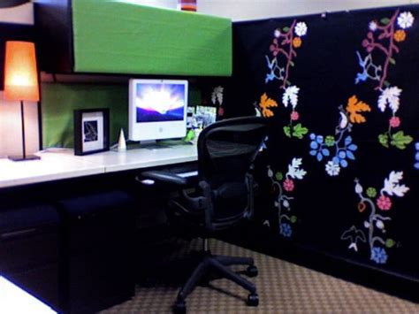 how to decorate your cubicle decorated cubicles with vivid wall papers cubiclesdecor