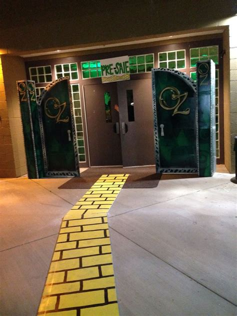 wizard of oz homecoming spirit week theme with oz doors