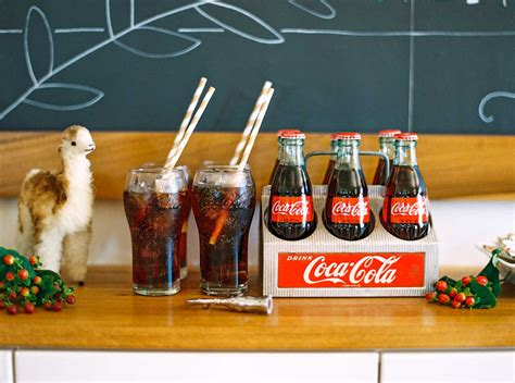 coca cola home decor alex evjen coca cola home d 233 cor collaboration the coca