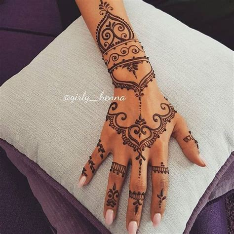 henna inspired tattoos on hand best 25 henna tattoos ideas on henna