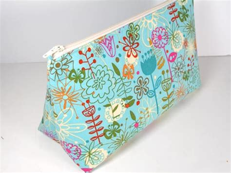 free pattern zippered cosmetic bag threading my way ten free zippered pouch tutorials