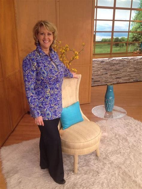 qvc why does shawn always has to sit down one of my great qvc hosts mary beth always a fun time