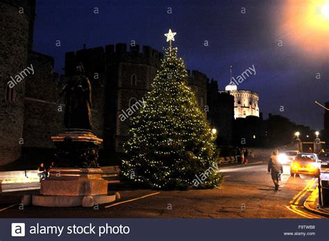 Christmas Lights In Windsor Berkshire Uk And The Christmas Outside Tree Lights Uk