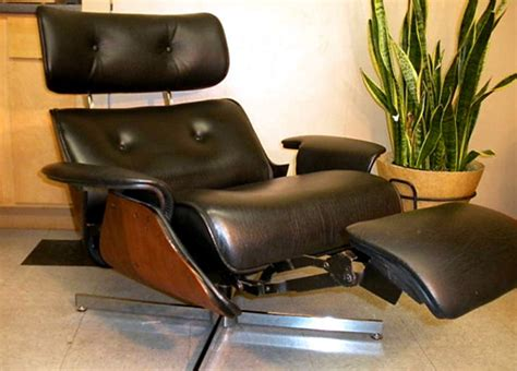 eames recliner chair plycraft eames style recliner with built in footrest 171 the