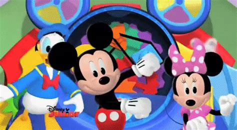 mickey mouse club house hot dog dance mickey mouse clubhouse hot dog dance disney official