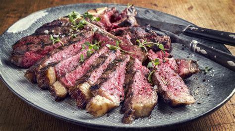 come cucinare una bistecca di manzo bistecca alla fiorentina le caratteristiche e le tecniche