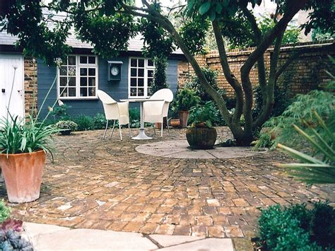 brick paved courtyard courtyard designs pinterest