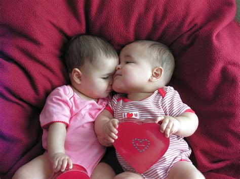 wallpaper cute kiss cute babies kissing pictures cute babies pics wallpapers