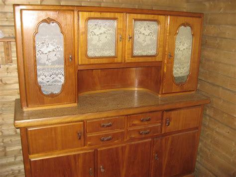 singleküche schlafzimmer rot braun