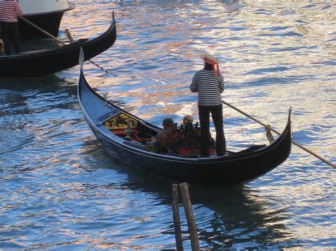 gondola boat venice venice boat gondola venice gondolier gondola